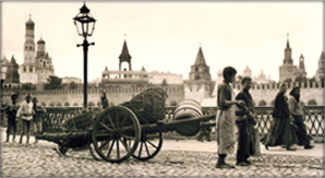 Murray Howe, Child Workers on the Moscow Streets, 1909, Sepia-toned Gelatin Silver Print.